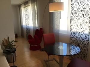 Wohnzimmer mit Glastisch